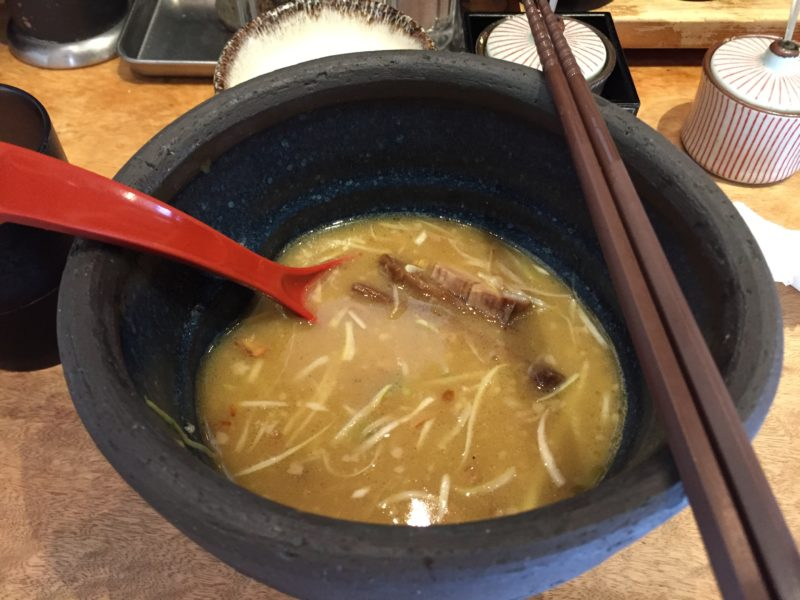 鶏とんこつラーメン1杯目完食後のスープ