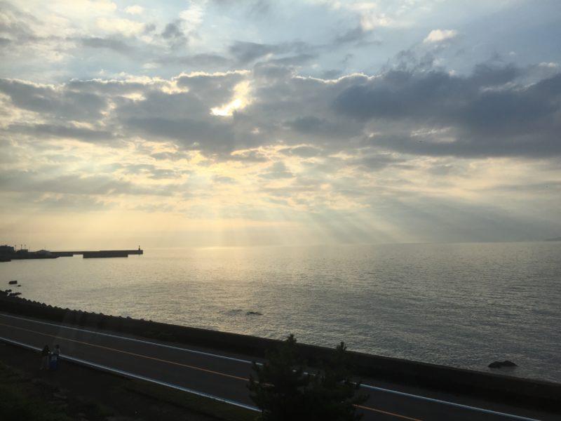 道後編で眺められる夕焼けに近い風景
