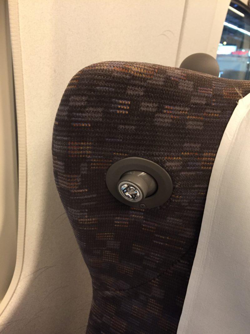 東海道新幹線N700系グリーン車の読書灯