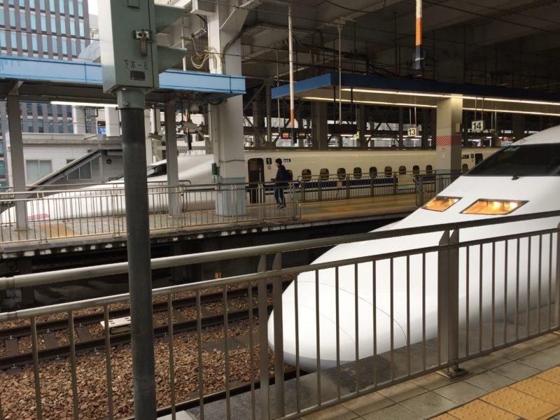 博多駅に停車している新幹線