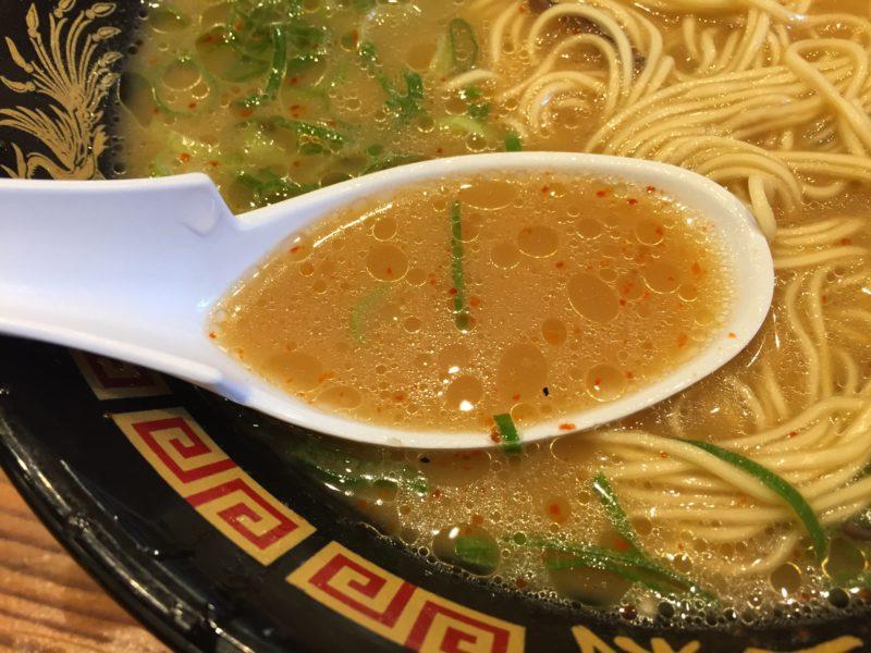 博多三氣のげん氣ラーメン(ピリ辛とんこつ)のスープ